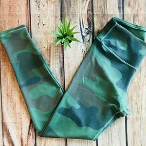 EUC Yelete Active Green Camo Leggings
